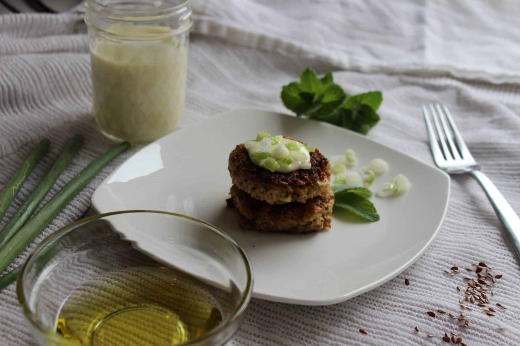 Greek Tuna Cakes, the perfect easy quick Mediterranean skillet-made fish cake dinner for keto followers. Topped with homemade 2-minute easy olive oil mayonnaise, this is packed with great omega fatty acids! #GreekTunaCakes #ketotunacakes #tuna #keto #tunarecipe