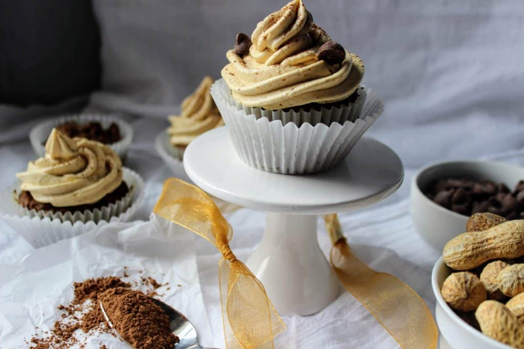 Dense, rich keto chocolate cupcakes with sugar free chocolate chips that are made with flax meal and frosted generaously with creamy, irresistible peanut butter friosting. Keen for Keto | keto chocolate flax cupcakes | keto dessert | keto cake