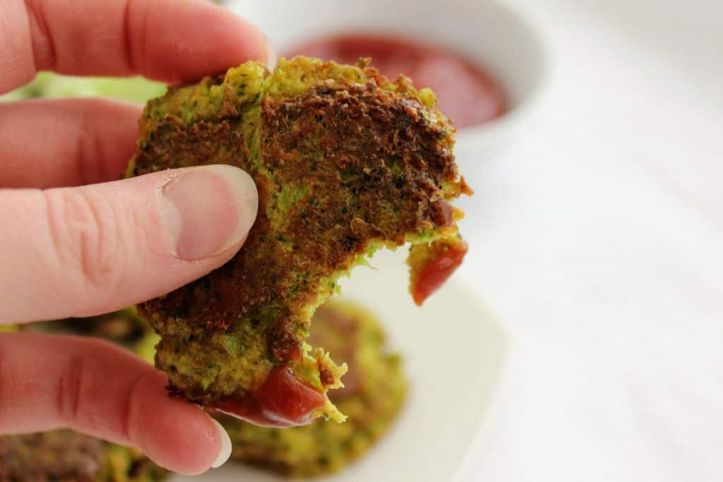 2 net carbs per serving! Keto Broccoli Nuggets (or keto broccoli tots) are a kid-friendly keto meal that please adults and kids alike! You'll love these cheesy broccoli nuggets! Keen for Keto | keto lunch | keto nuggets | vegetarian keto | keto recipes